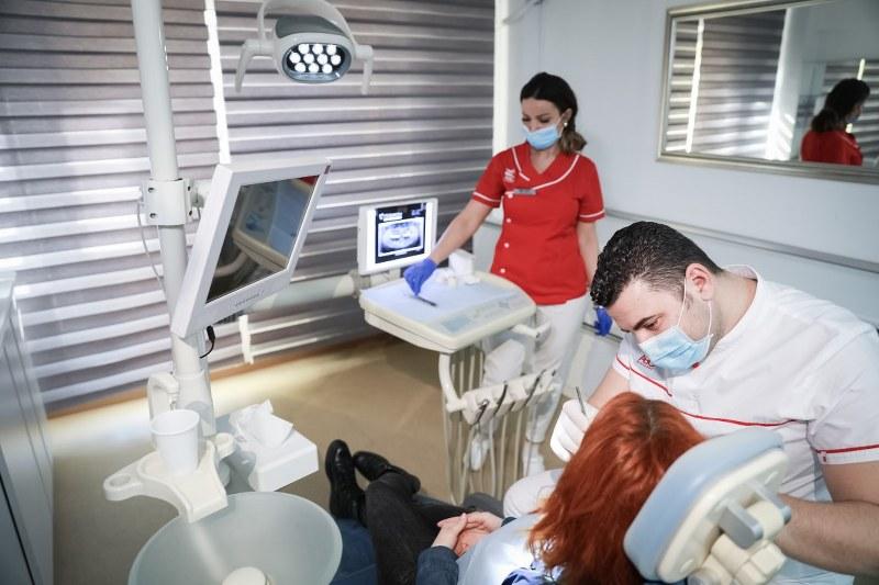 alegerea implantului dentar