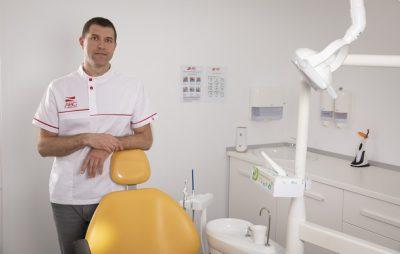 Consult la dentist